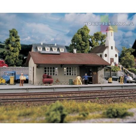Piko 61824 model do samodzielnego sklejenia - magazyn kolejowy w skali HO