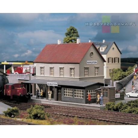 Piko 61820 dworzec, stacja kolejowa, plastikowy model w skali HO do samodzielnego sklejenia.