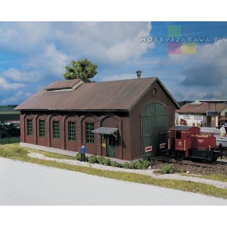 Piko 61823 budynek lokomotywowni - plastikowy model do samodzielnego sklejenia w skali HO