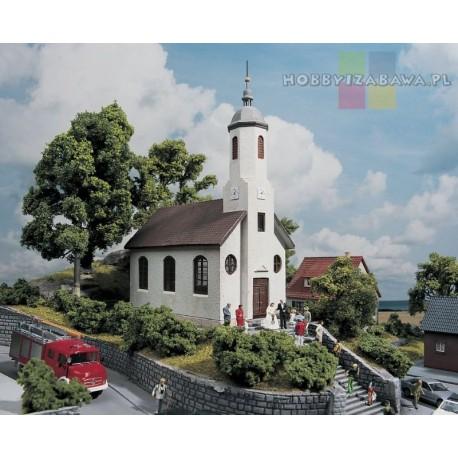 Piko 61825 plastikowy model w skali HO - kościół św. Łukasza.