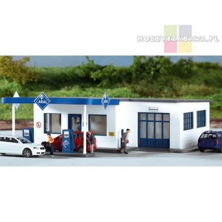 Piko 61827 stacja benzynowa ARAL - model do sklejenia, skala HO.